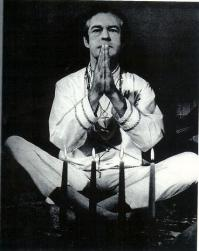 Timothy_Leary_praying