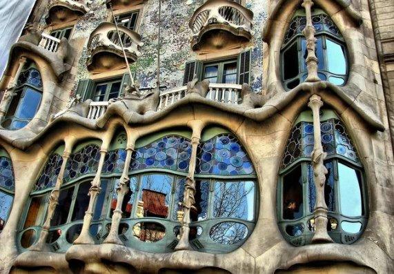 Gaudi: Rococo Art Nouveau