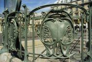 Guimard_subway_escutcheons
