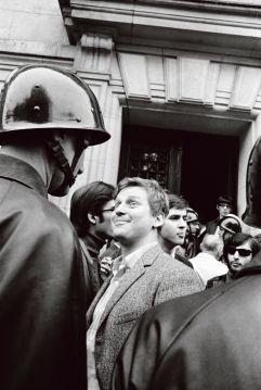 Daniel Cohn-Bendit, face à un flic, 1968