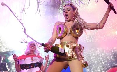 Do it, slogan de nike, de la société de consommation/spectacle et de Miley, qui ale génie pour créer des images disruptive.